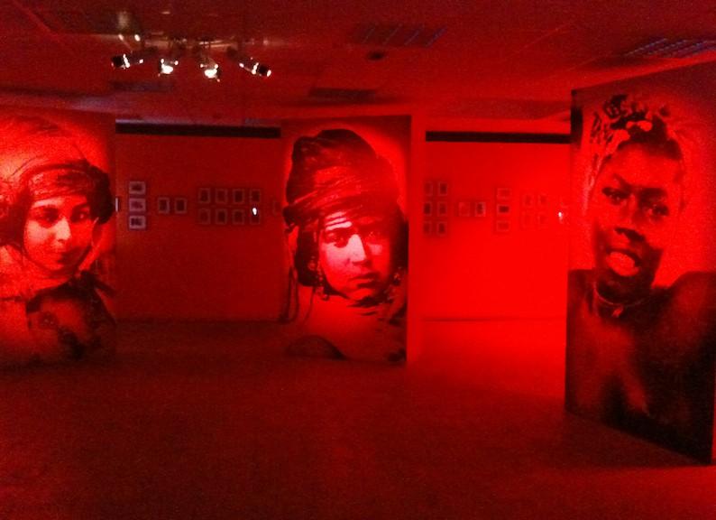 Exposition «Bons baisers des colonies» de Safia Belmenouar